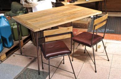 四角商店_テーブルと椅子
