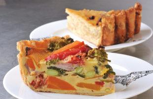 (手前から)緑黄色野菜のキッシュ 、ローストオニオンのキッシュ