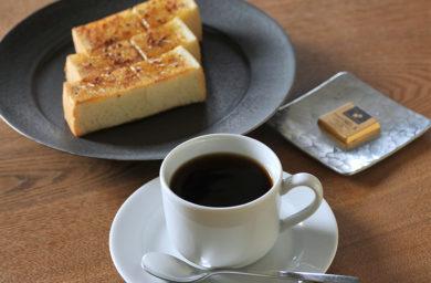コクウ珈琲のコーヒーとトースト