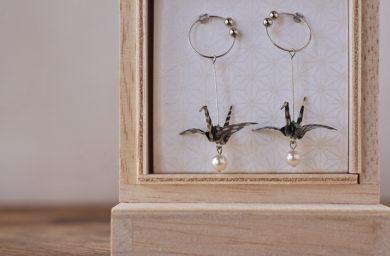 カミノシゴトの折り鶴イヤリング