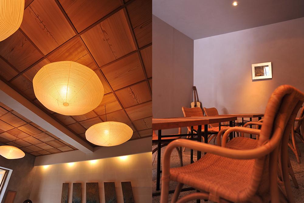 (左に)テーブルとイス(右に)電気