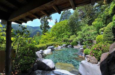湯之島館の露天風呂