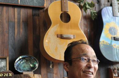 ヤイリギターの賀光さん