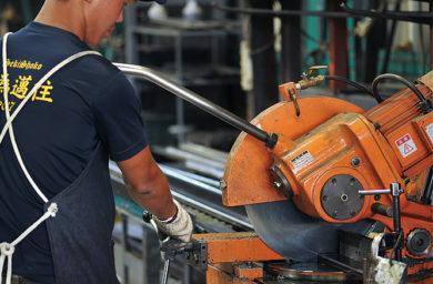 杉山製作所の切断作業