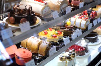 ラ・プラージュのケーキショーケース