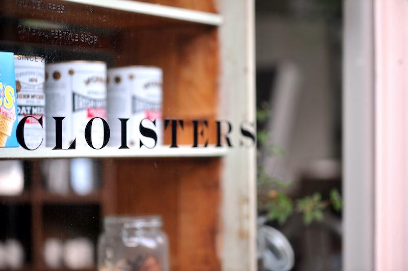 クロイスターズの店内